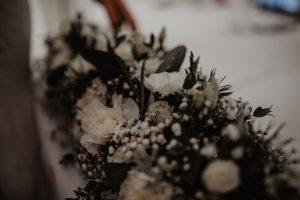 kwiaty na ślub w grudniu