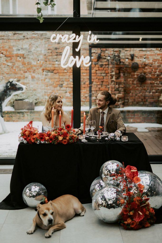 niska dekoracja stołu pary młodej