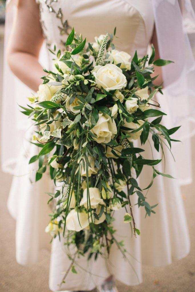 Wiązanka ślubna w formie kropli