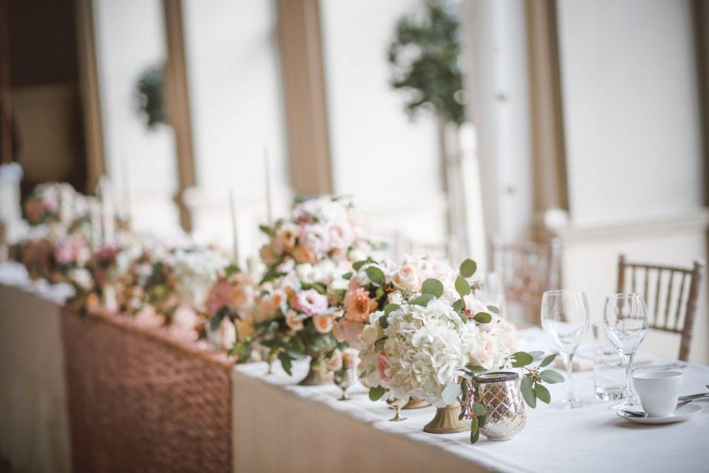 Dekoracje na stół w stylu glamour