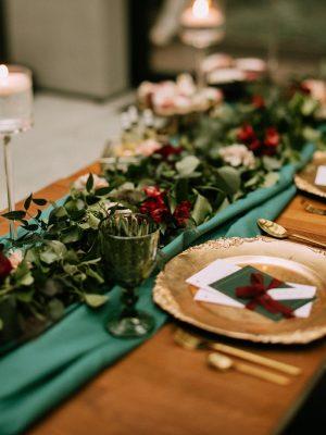 dekoracja stołu na ślubie