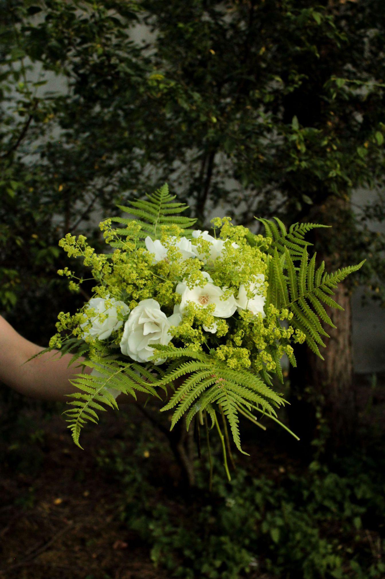 Bukiet ślubny z białych róż w stylu boho - Lovegarden